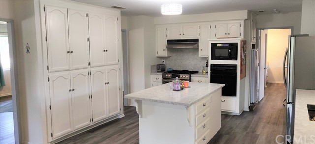 Lots of cabinets in Main level kitchen!