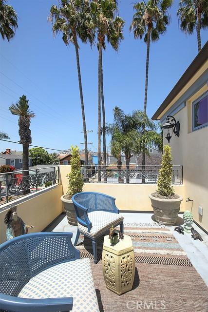 16. 127 Amethyst Avenue Newport Beach, CA 92662