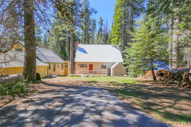 1239 Cedar Avenue, Fish Camp, CA 93623