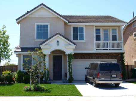 Beautiful Pulte home in outstanding Serrano Height neighborhood.  Walking distance to Anaheim Hills Elementary school and park. Beautiful hill, city lights and Catalina island view.