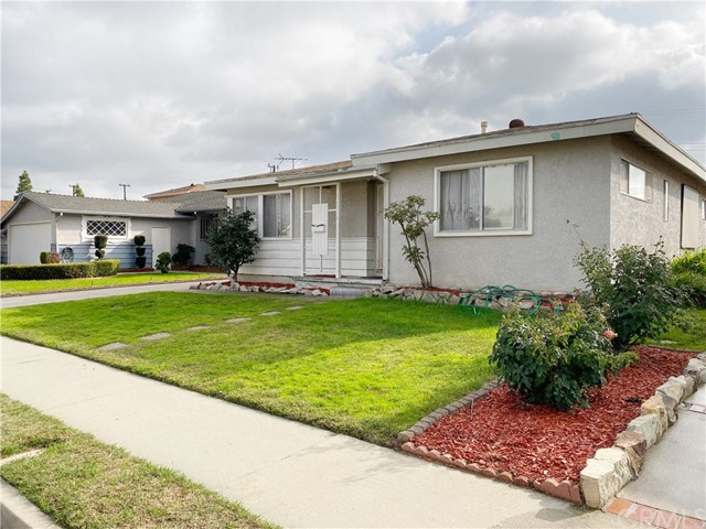 12516 206th Street, Lakewood, CA 90715