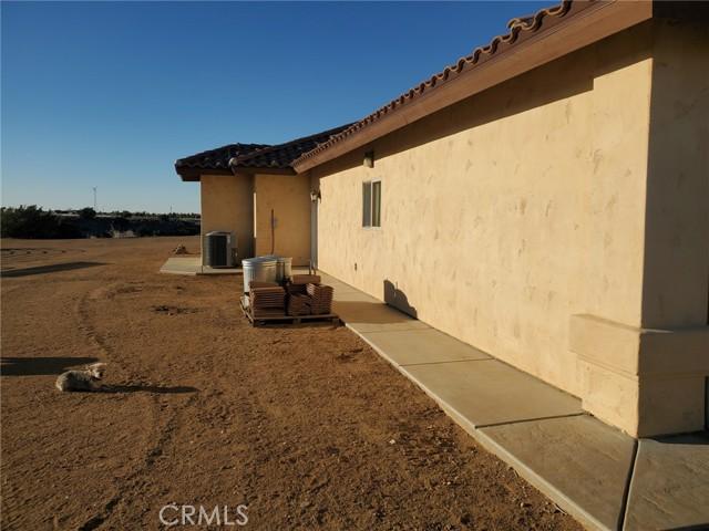 8370 Joshua Rd, Oak Hills, CA 92344 Photo 3