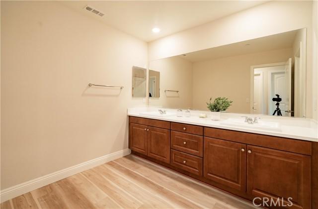 Upstairs Hallway Bathroom