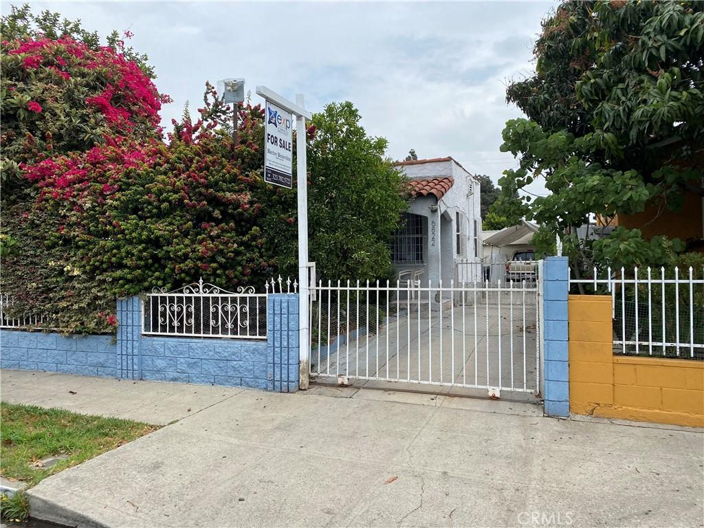 6822     Bonsallo Avenue, Los Angeles CA 90044