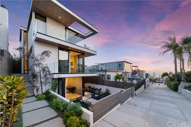 246 30th Street, Hermosa Beach, California 90254, 4 Bedrooms Bedrooms, ,3 BathroomsBathrooms,For Sale,30th,SB21105891
