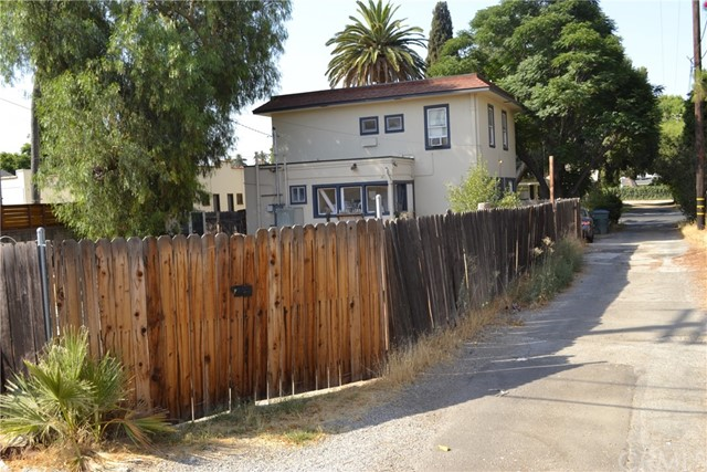 4051 Larchwood Place, Riverside, California 92506, 3 Bedrooms Bedrooms, ,1 BathroomBathrooms,Residential,For Sale,Larchwood,SW21158856
