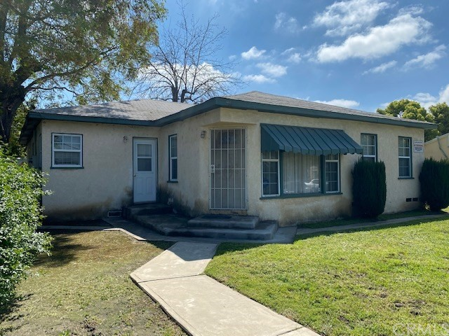 Take a look at this rare property with one of the LARGEST lots in the area! Amazing investment opportunity! This property has a 30,000 sqft lot in the heart of Pomona, close to the 71 freeway.
