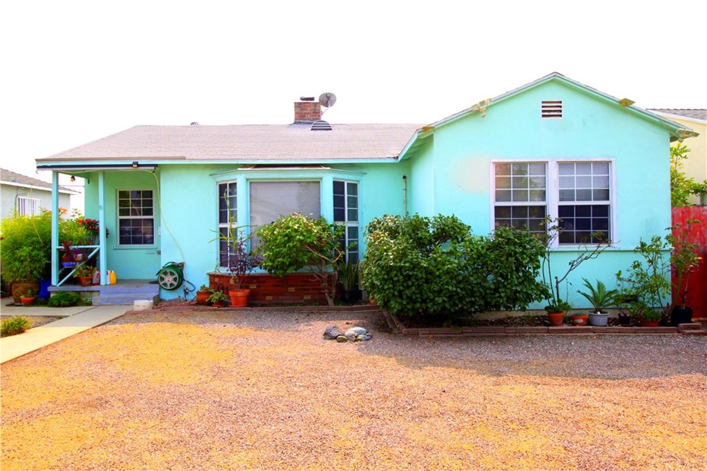 Priced for a quick sale… this three bedroom, two bathroom home is ready for a new family.