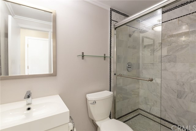 217 14th Place B, Manhattan Beach, California 90266, 2 Bedrooms Bedrooms, ,2 BathroomsBathrooms,For Rent,14th,SB20043920