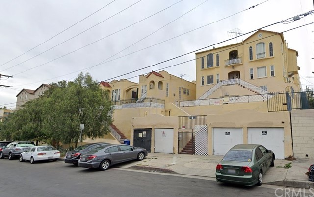Well maintained, 15 units located in and high-rental demand area of central Los Angeles.? Two lots totaling approx.? 16,000 square feet.? Three 2-bedroom, 1-bath units; thirteen 1-bedroom 1-bath.? Great commuter location.? security gate and on-site laundry.? This property is also offered as part of seven building portfolio (see attached Offering Memorandum).? Shown on accepted offers only.? Please do not disturb the tenants.