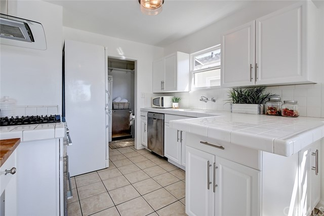 2012 Springfield Avenue, Hermosa Beach, California 90254, 4 Bedrooms Bedrooms, ,1 BathroomBathrooms,For Sale,Springfield,SB21047876