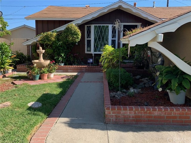 12448 215th Street, Lakewood, CA 90715