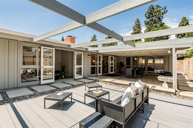 3225 Roxanne Avenue, Long Beach, CA 90808