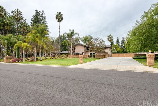 2320 W Loma Linda Avenue, Fresno, CA 93711