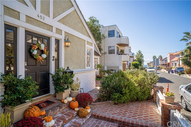 452 30th Street, Manhattan Beach, California 90266, 3 Bedrooms Bedrooms, ,3 BathroomsBathrooms,For Sale,30th,SB18267524