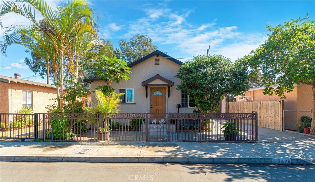 2424     Gale Avenue, Long Beach CA 90810