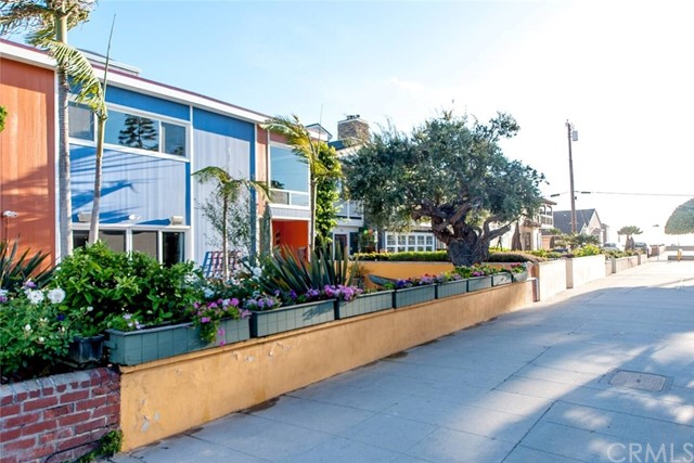 This home is on one of the best walk streets in Hermosa Beach, just 5 doors from The Strand.  It has a pool, hot tub and a FAR-infrared sauna.  Pool is gas and solar heated. Large 2-car garage, plus two spots.  Large Deck.  Small dogs are ok.
