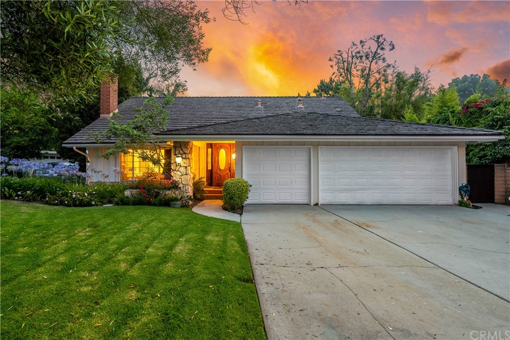 Fantastic area on a level street with stunning sunsets!