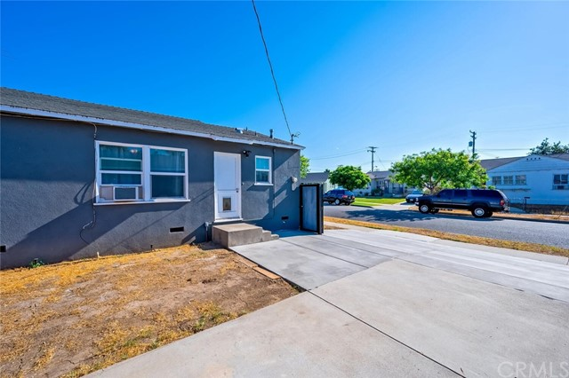 33. 2837 Allred Street Lakewood, CA 90712