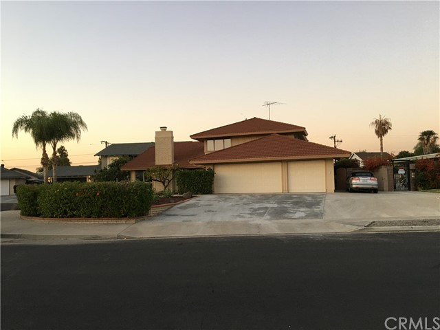 Nice two story single family house, located in a quiet neighborhood, right next to huge community swimming pool,private back yard with spa.