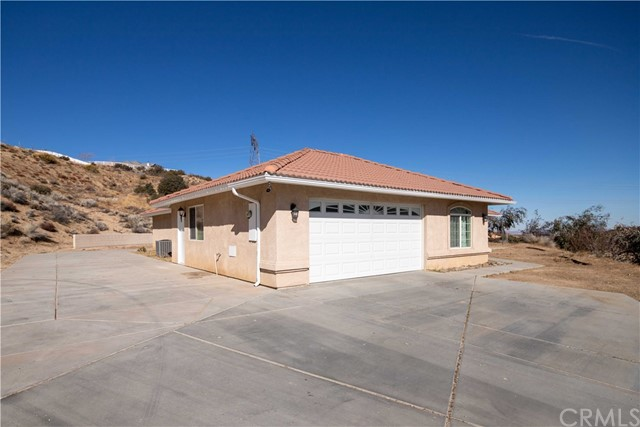 6750 Oak Hill Rd, Oak Hills, CA 92344 Photo 3