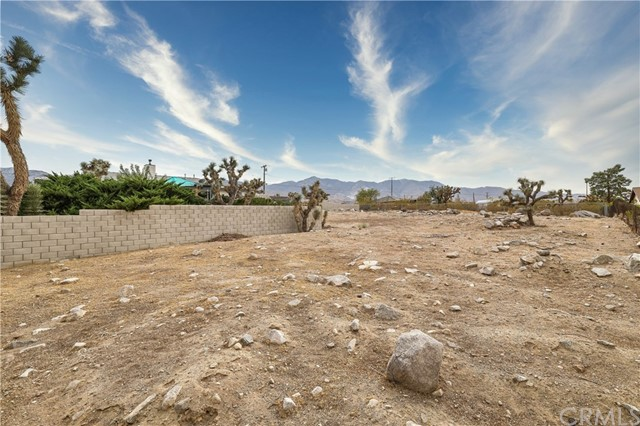 32564 Emerald Rd, Lucerne Valley, CA 92356 Photo 21