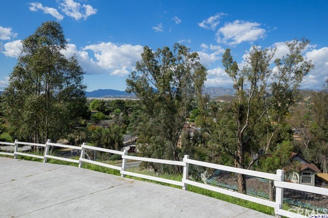 9480 Sunland Boulevard, Sun Valley, CA 91352