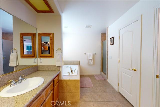 8755 Anaconda Av, Oak Hills, CA 92344 Photo 32
