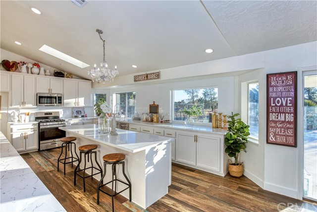 9175 Coleridge Rd, Oak Hills, CA 92344 Photo 4