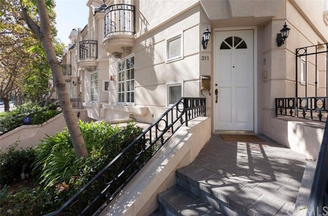 311 N Almont Drive, Beverly Hills, CA 90211