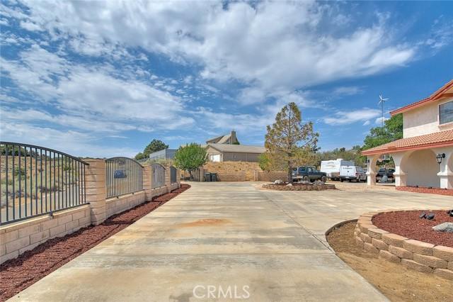 8340 Highland Ct, Oak Hills, CA 92344 Photo 5