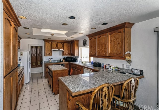 41. 5225 Bellflower Street Oak Hills, CA 92344