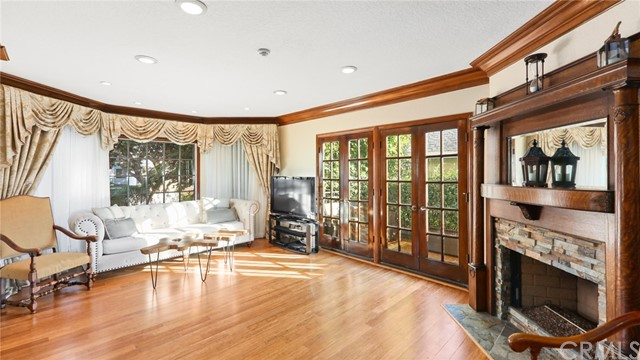227 Irena Avenue 1, Redondo Beach, California 90277, 3 Bedrooms Bedrooms, ,2 BathroomsBathrooms,For Sale,Irena,PV20233525