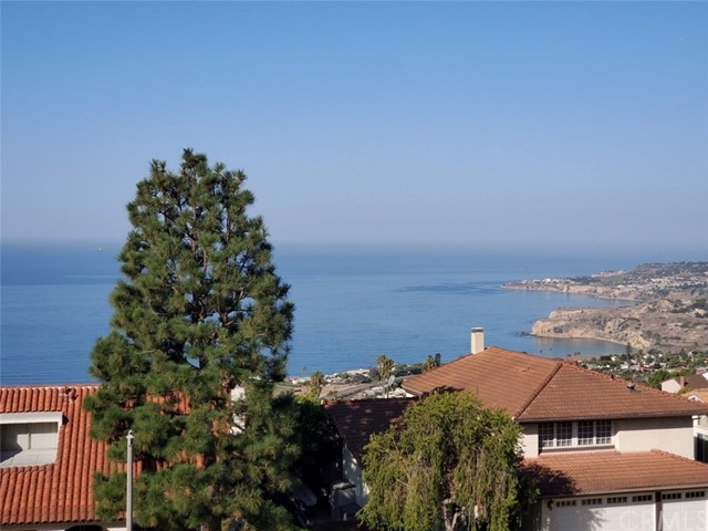 THIS IS A WONDERFUL MIRA CATALINA FAMILY HOME  WITH SPECTACULAR OCEAN BREEZEZ AND A PANORAMIC OCEAN VIEW FROM CATALINA TO PORTUGESE BEND. FOUR GOOD SIZED BEDROOMS 3 BATHS, 3 CAR GARAGE WITH LOTS OF STORAGE SPACE AND DIRECT ACCESS TO THE HOUSE. BRAND NEW REMODELED KITCHEN, NEW STAINLESS STEEL APPLIANCES, AND QUARTZ COUNTERTOPS. NEW LUXURY FLOORING DOWNSTAIRS AND NEW CARPET UPSTAIRS. LARGE MASTER SUITE WITH WALK-IN CLOSET AND UPDATED DRESSING AREA. THIS FLOORPLAN FEATURES A BEDROOM AND 3/4 BATH DOWNSTAIRS, AS WELL AS 3 BEDROOMS AND 2 BATHS UP. TOP RATED PV SCHOOL SYSTEM, VERY WALKABLE NEIGHBORHOOD. THIS IS IN A GREAT LOCATION, WITH EASY ACCESS TO LOCAL SHOPPING AS WELL AS FREEWAY ACCESS TO DOWNTOWN LA AND LONG BEACH.  4 BEDROOMS, 3 BATHS, A THREE CAR GARAGE AND A PANORAMIC VIEW. THIS IS A GOOD DEAL !! NO SMOKERS, SUBMIT ON PETS.