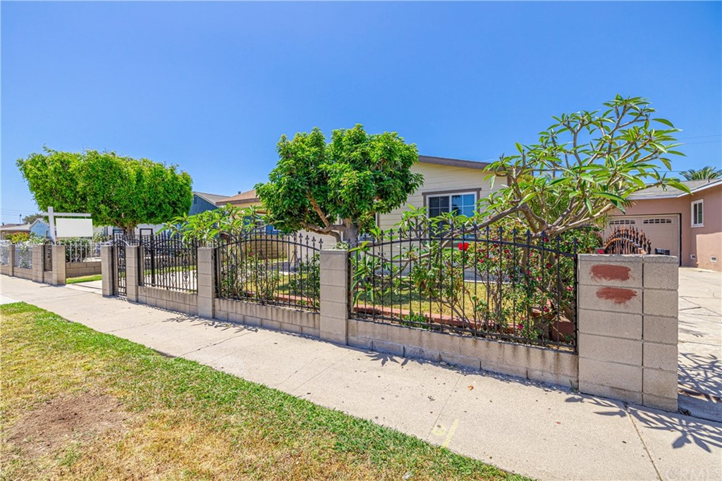 2126   S Standard Avenue, Santa Ana CA 92707