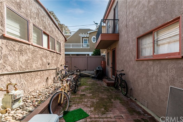 1838 Manhattan Avenue, Hermosa Beach, California 90254, 4 Bedrooms Bedrooms, ,3 BathroomsBathrooms,For Sale,Manhattan,SB21032033