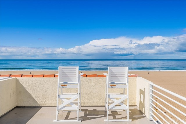 72 The Strand 5, Hermosa Beach, California 90254, 2 Bedrooms Bedrooms, ,1 BathroomBathrooms,For Sale,The Strand,SB20169113