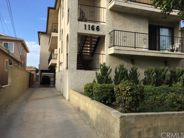 1166 22ND, San Pedro, California 90731, 2 Bedrooms Bedrooms, ,1 BathroomBathrooms,Apartment,For Lease,22ND,PV19047074