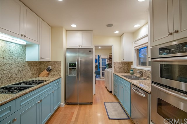 401 17th Street, Manhattan Beach, California 90266, 4 Bedrooms Bedrooms, ,4 BathroomsBathrooms,For Sale,17th,SB19105003