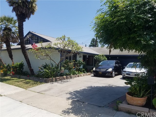 big corner lot. Some major renovations including a backyard pool were started and not completed and may cause financing problems. Short Saler. Lender required borrower and LA to sign a short sale auction marketing agreement. Sale contingent on short sale approval by two lenders.