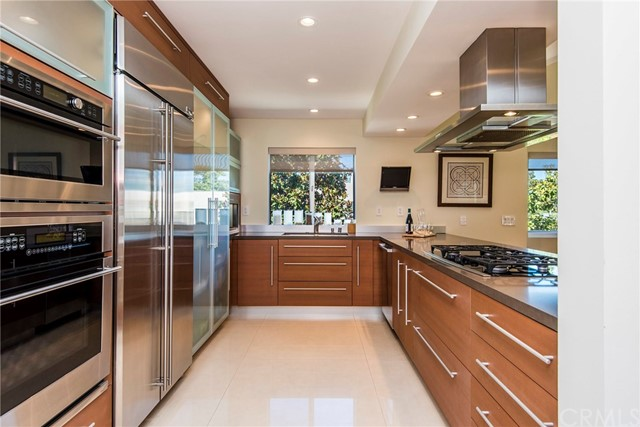 708 Garnet Street, Redondo Beach, California 90277, 3 Bedrooms Bedrooms, ,3 BathroomsBathrooms,For Sale,Garnet,SB18229298