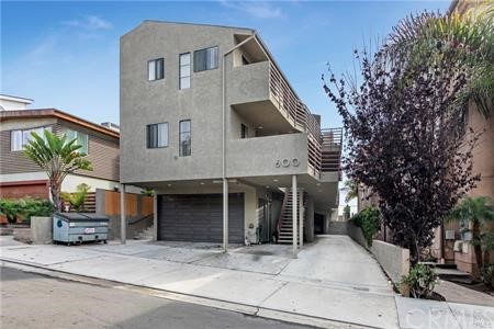 4-unit Townhouse style property. All units 2 bed + 2 full bath with almost 1,000sf and 2-car garages. All garages & laundry room on Ground floor. All units are 2 level. Lower level: 2 bedrooms & 2 full bath (both bath tubs). Upper level: Living, Dining, Kitchen, Balcony & Stairs with Skylights. Ocean & Palos Verdes views from selected units. Unit 1 (Front unit): carpeted bedrooms. Lease started in Nov. 2020. 2-car side-by-side front garage. Unit 2: laminated bedrooms & living. Lease started in Sept 2020. 2-car side-by-side garage. Unit 3: carpeted bedrooms & living. Month-to-Month. 2-car tandem garage sharing unit 4. Unit 4 (Rear unit): Month-to-month. Remodeled with new counter tops & appliances. 2-car tandem garage sharing unit 3. This is the A+ location asset.