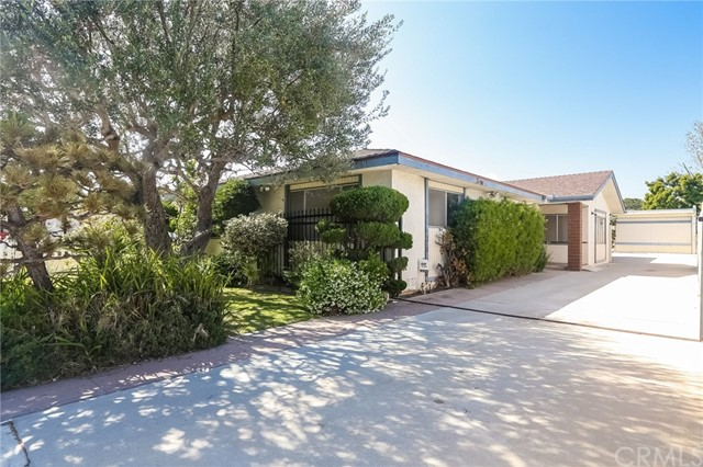 1707 10th Street, Manhattan Beach, California 90266, 4 Bedrooms Bedrooms, ,1 BathroomBathrooms,For Sale,10th,SB18098117