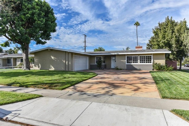 1600 White Oak Street, Costa Mesa, CA 92626