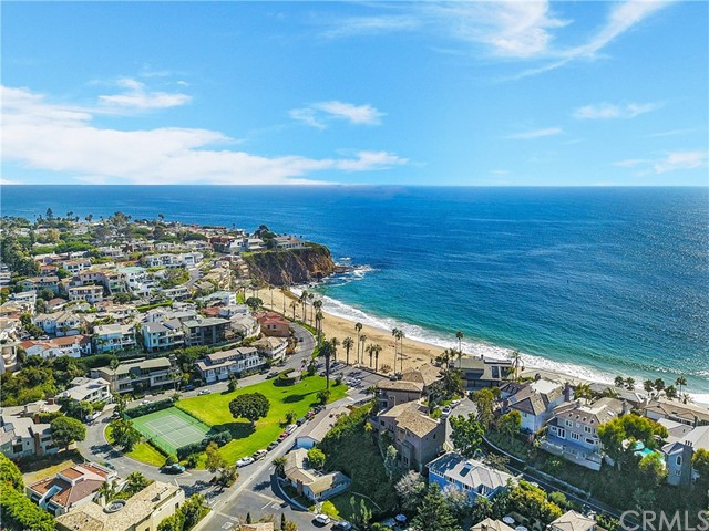 地址: 1211 Emerald Bay , Laguna Beach, CA 92651