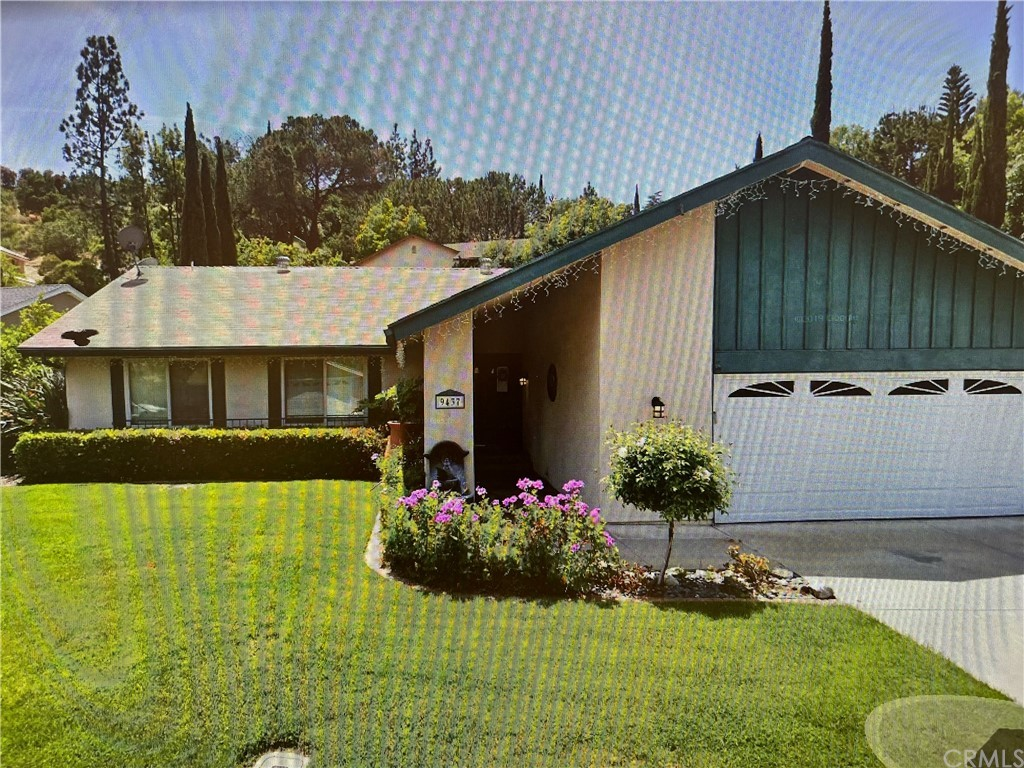 Located on a in a cul-de-sac with only 7 homes. This home is situated on a 10,000 plus lot, 1700 plus square feet, pool, spa, RV parking and on a single level. This property is in pretty good condition, great curb appeal.