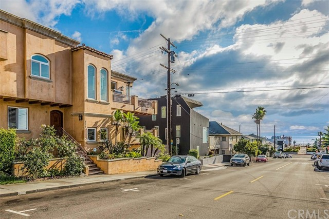 222 6th Street, Hermosa Beach, CA 90254