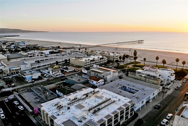 60 15th Street A, Hermosa Beach, California 90254, 2 Bedrooms Bedrooms, ,2 BathroomsBathrooms,For Rent,15th,SB21034916