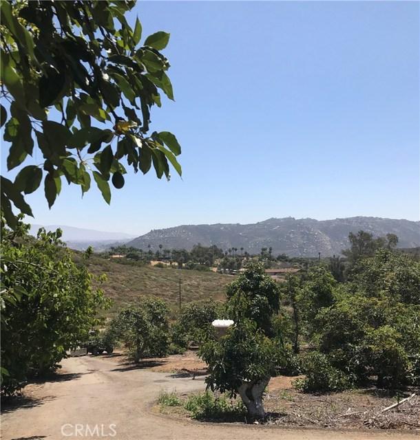 950 El Paseo, Vista, CA 92084