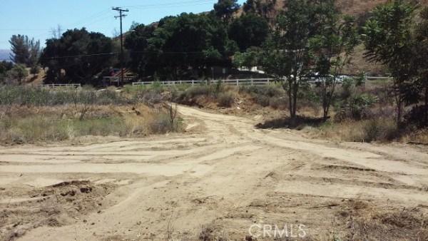 8 Johnson Ave, Val Verde, CA 91384 Photo 2